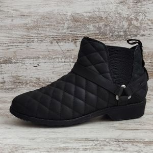 NWT Teva Quilted Leather Waterproof Boot